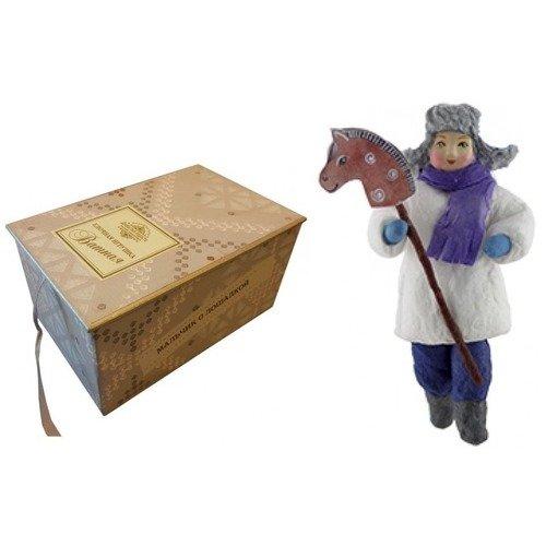 Коробка с ватной игрушкой малой Мальчик с лошадкой