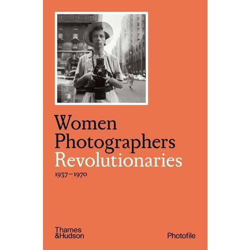 Clara Bouveresse. Women Photographers: Revolutionaries